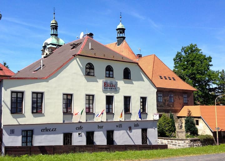Historisch Gasthaus, 10 bedrooms/with bathrooms.