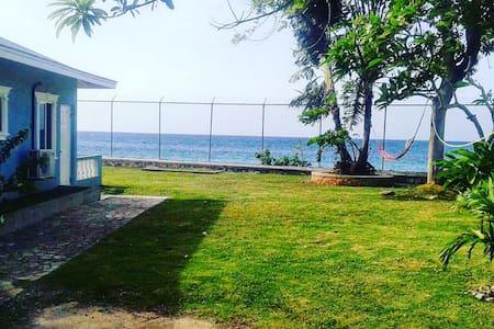 HOTBOX JAMAICA 420 Bud & Breakfast - Runaway Bay - Bed & Breakfast