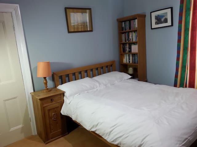 Comfortable room in Victorian house near centre - Winchester - Huis