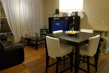 Cozy BD available in Albany Park - Chicago