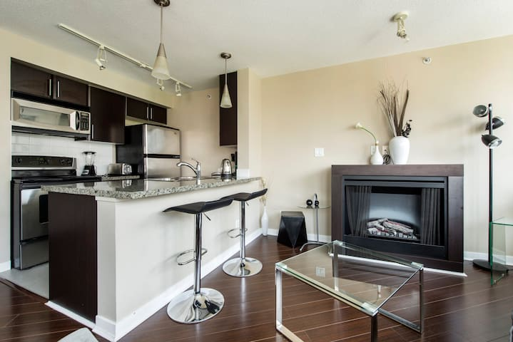 2Bdr. Great Location Downtown Vancouver+Parking