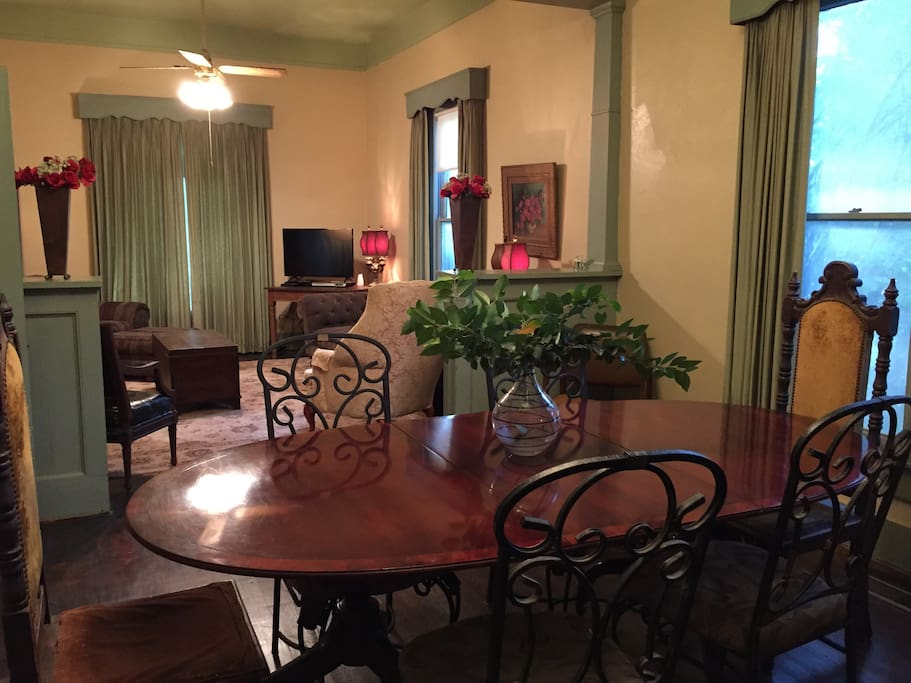 Dining room, seats up to 8
