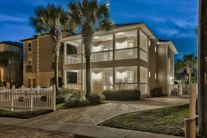 8/9-8/15 Open,6 Bed, Private Pool & Beach service