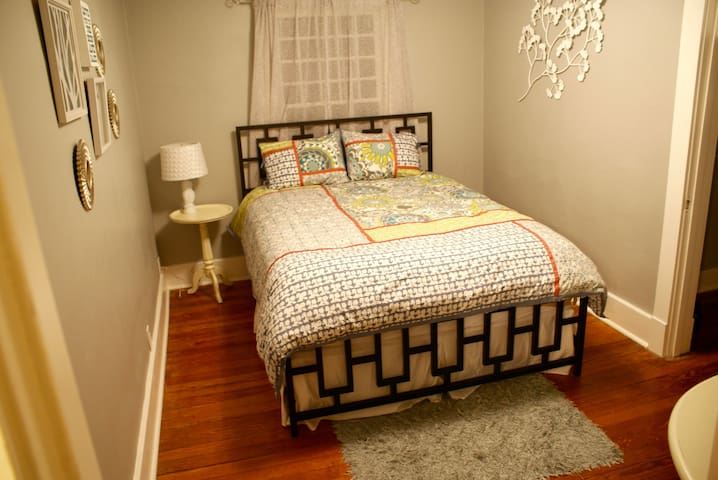 Cozy Guest Room with Common Area - Joplin - House