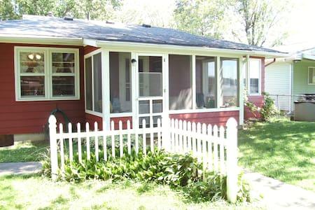 Waterfront Island Cottage at Indian Lake w/pier - Belle Center - Ferienunterkunft