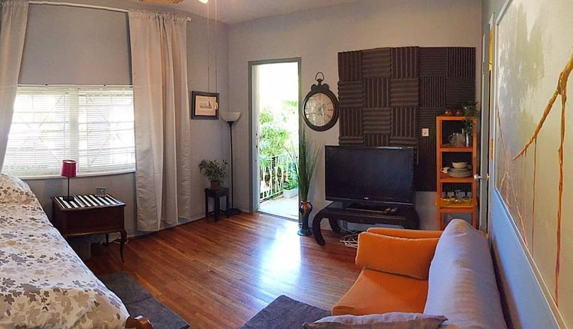 Comfy Miami Studio 10 minutes to the Beach!