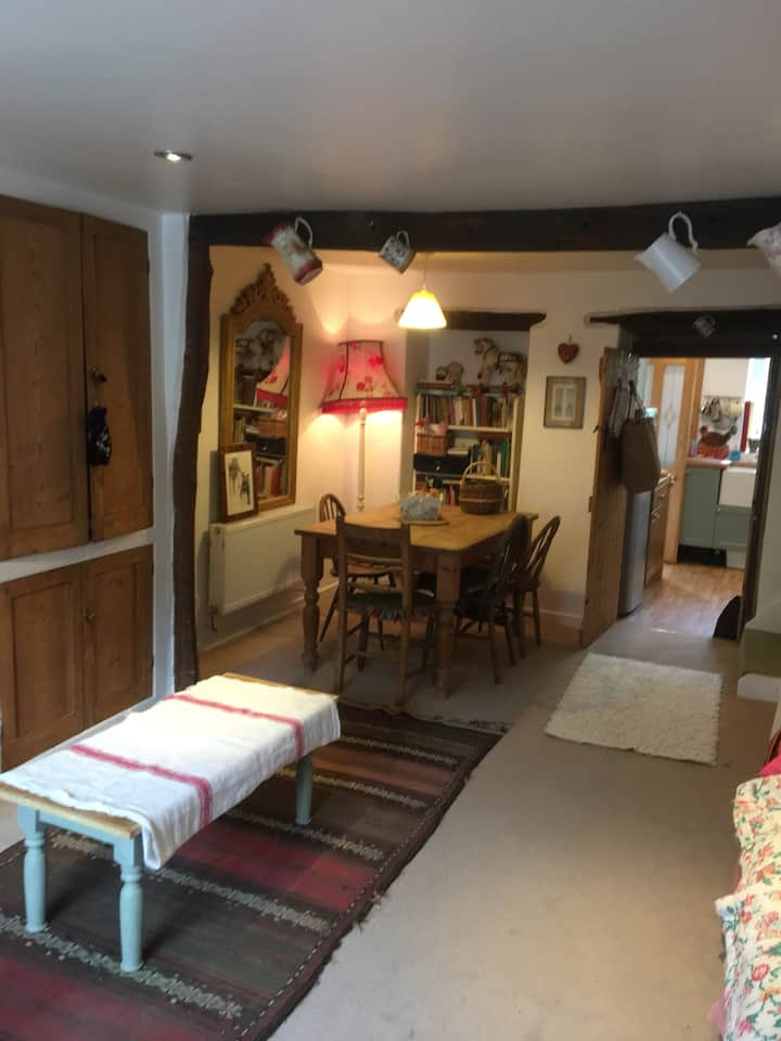 Bed+Breakfast in gorgeous cottage in Hay on Wye.