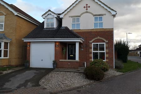 3 bed house, Cheltenham races. Includes free taxi!