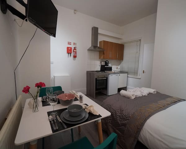 CHEAP TRIPLE ROOM WITH PRIVATE BATHROOM