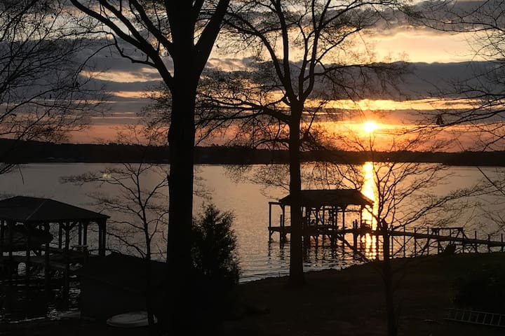 Cozy LKN home with incredible main channel view