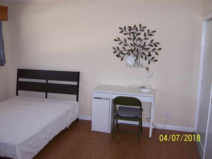 Torrance Heart, Master Bedroom near Del Amo Mall..