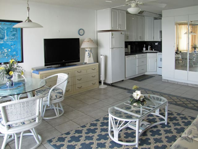 VALLEY ISLE RESORT CONDO #607