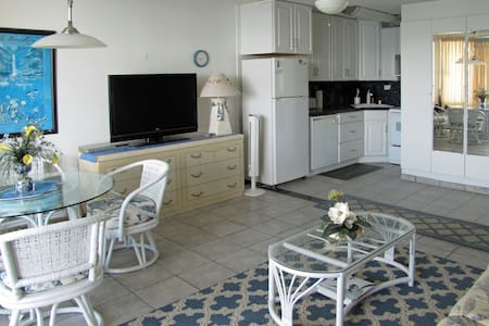 VALLEY ISLE RESORT CONDO #607 - Lahaina - Condominium