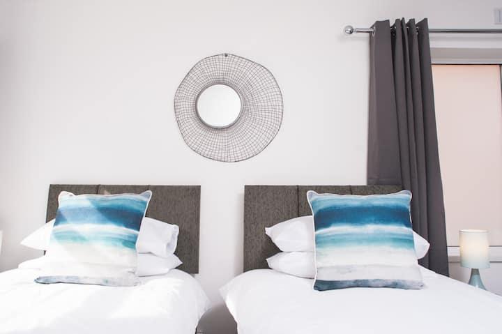 Brynglas Newport flat sleeps 8 - Mycityhaven
