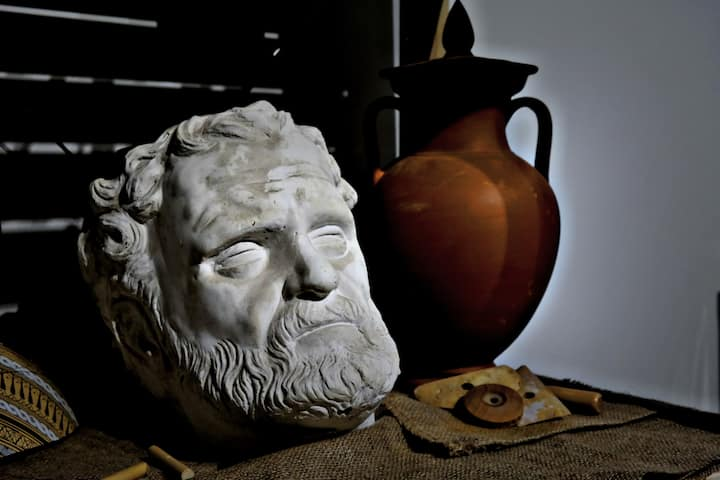 Meet the ancient greek sculpture's tools