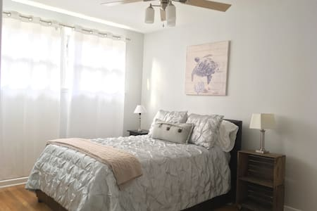 Steps from all the fun in WeHo! - West Hollywood - Apartment