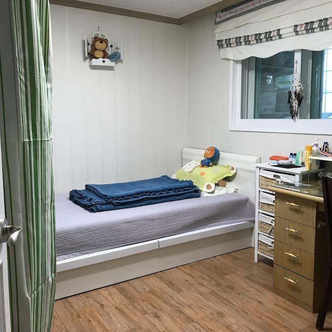 작은방2  싱글침대