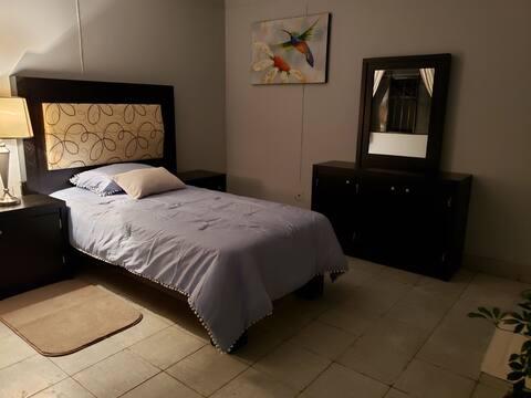 Habitación cómoda, privada y céntrica!!!