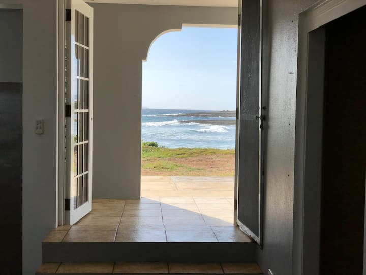 Sea Spray Villa Apartment, Ocean Front, Perfection