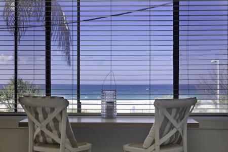 Poppy's by the Beach - Apartment
