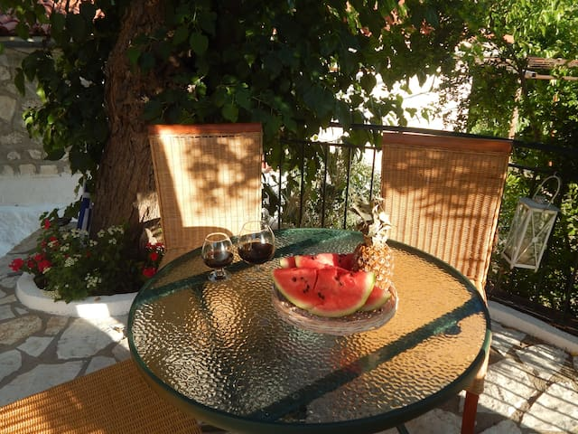 ALMOND TREE HOUSE RELAXING