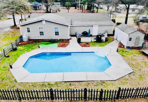 Pool Home w/ King bed - Mins from I95, S of border