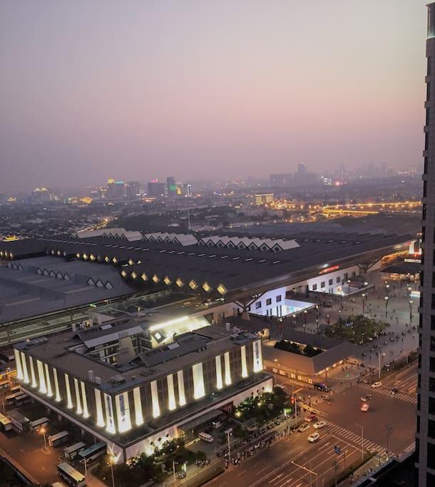 窗台苏州站夜景