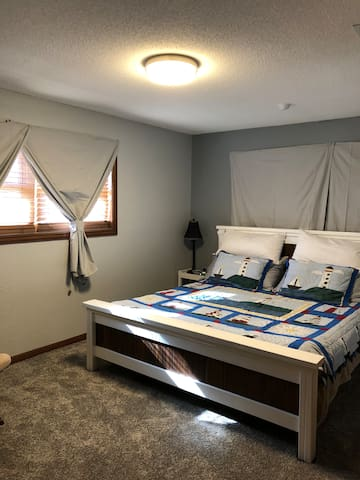 Quiet bedroom centrally located in town