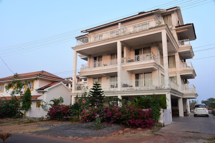 2 Bedroom Apartment with Pool at Dona Paula