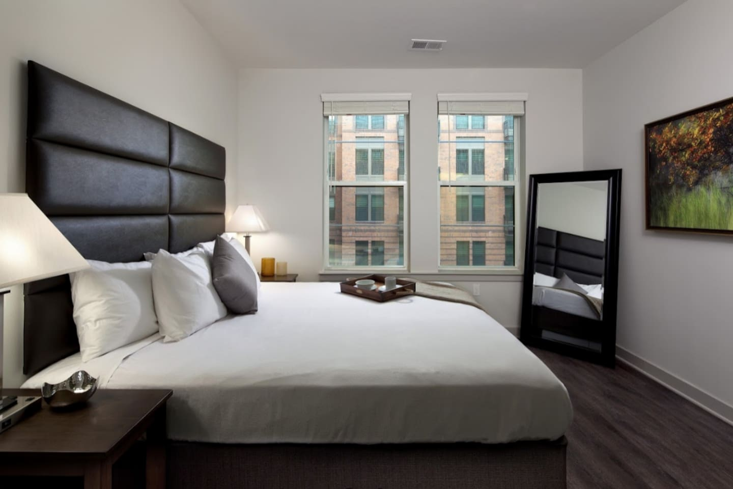 Comfortable queen size bed: one block to Harbor; waterfront views; downtown attractions and Baltimore Convention center ; great amenities nothing less than a Hotel. Great for family Vacation/ Conferences/ meetings. Business ready amenities