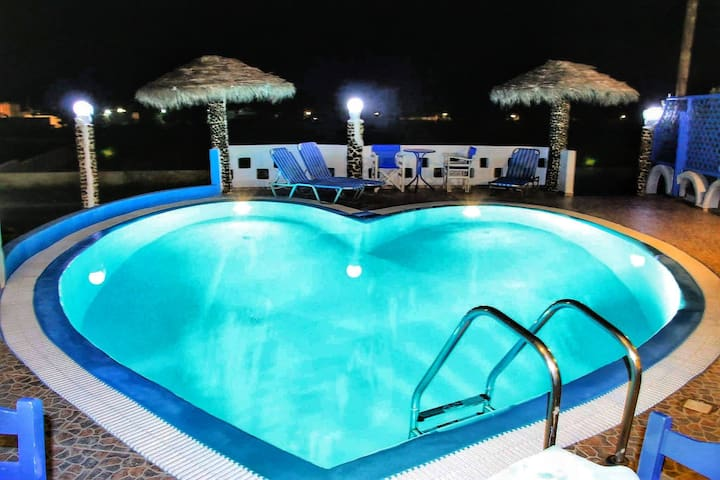 Honeymoon Studio  Perivolos beach (2-3 people)