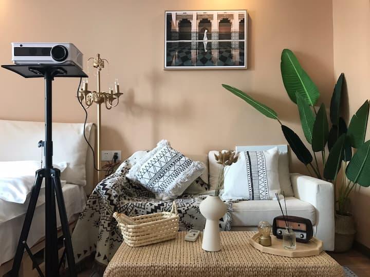 莫兰迪 异域投影房 万达商圈内江首家设计师特色主题轻奢房