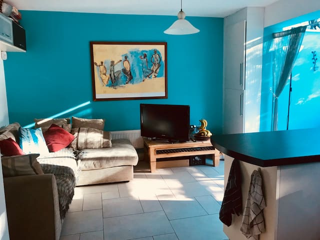 Spacious Double, lovely Elstree home, FAB LOCATION