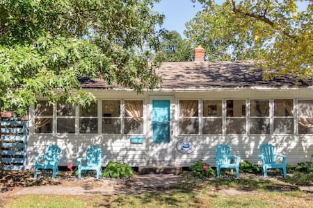 Vintage 3BR Colonial Beach Home - Colonial Beach - House