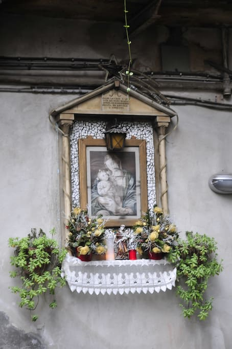 The statue of the Madonna which protect the court