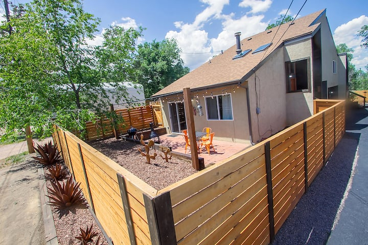 Renovated Rustic-Mod TownhomeA - Ivy Wild/Downtown