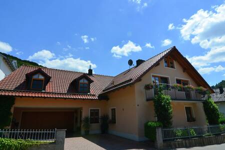 Comfortable and bright apartment with balcony in the Altmühltal