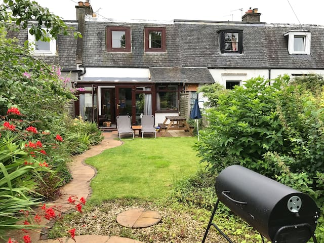 2 bedroom cottage in South Queensferry