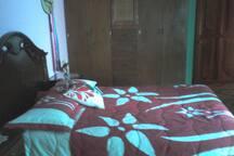 Recamara con cama metrimonial