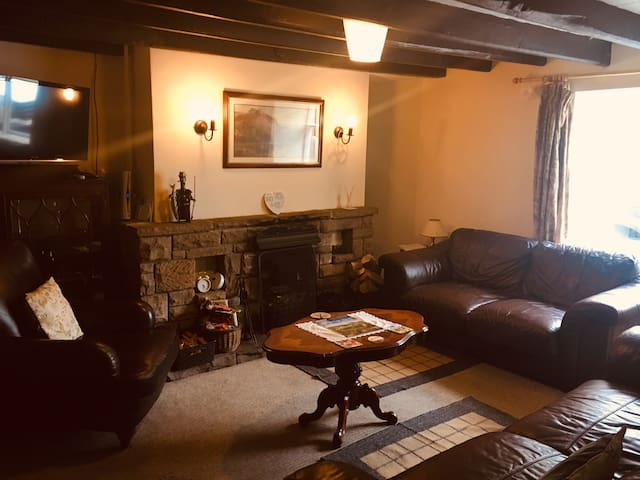 Oak and Ash Cottage, Village Green , Lealholm