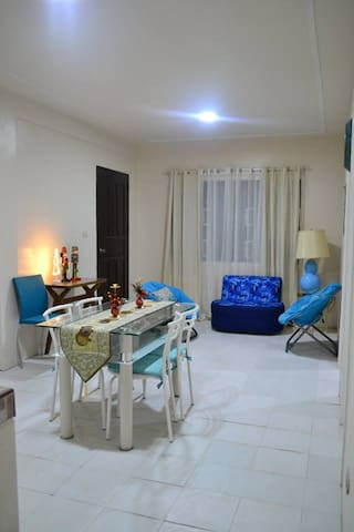 D&D Guest House Apartment 2 (White & Blue Apt. ) - Silang - Wohnung