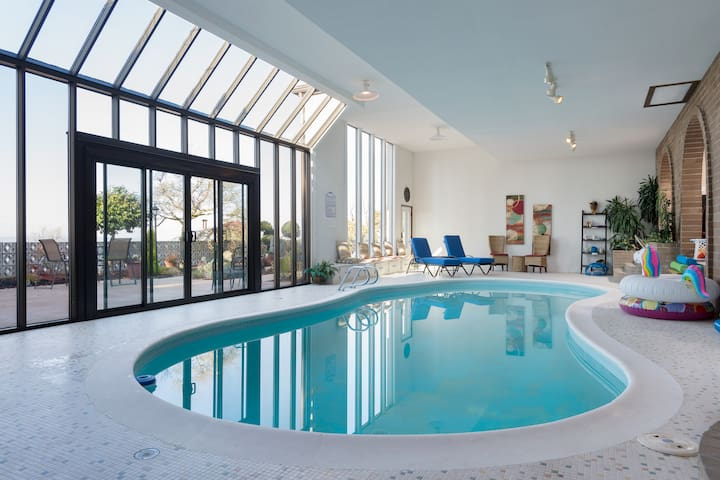 Lower lvl K & Q Suite with indoor swim and sauna