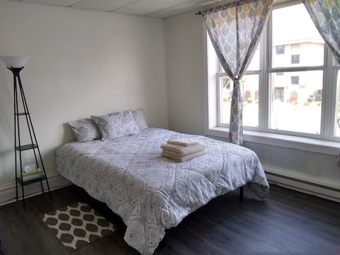 Lovely Spacious Room in Monticello