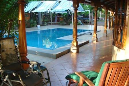 Emma's Guest Cottage - Granada