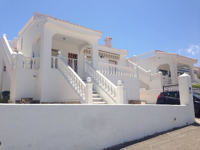 Quite Spanish Villa close to all amenities. - Ciudad Quesada - Dom