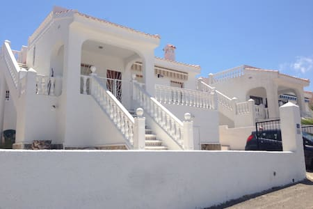 Quite Spanish Villa close to all amenities. - Ciudad Quesada - Casa