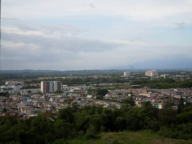Apartamento con vista a todo el sur de Armenia P13