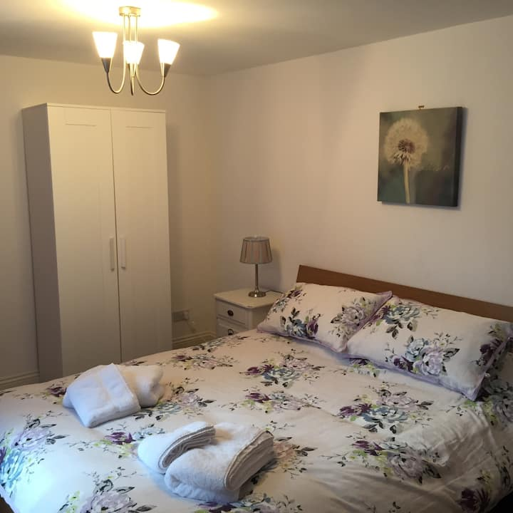 Central Apt 5 Mins to Minster Free Private Parking