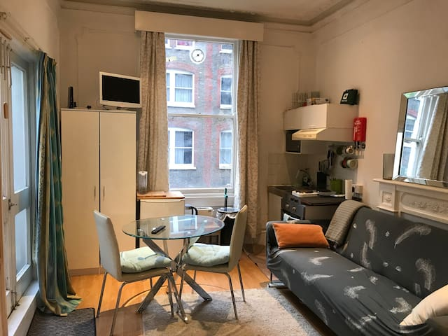 **CENTRAL** Comfy studio with Terrace.
