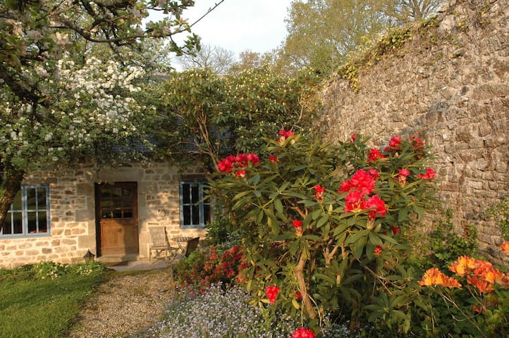 EXCELLENT B&B  Like having your own little cottage - Quimper - Hus